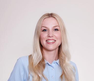 Laura Panzer vom Team der Zahnarztpraxis Dres. Meyer-Engemann aus Düsseldorf.